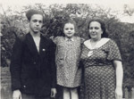 Joseph Kobzon with sister and mother